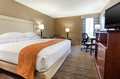 Drury Inn & Suites Kansas City Airport - Deluxe King Guestroom