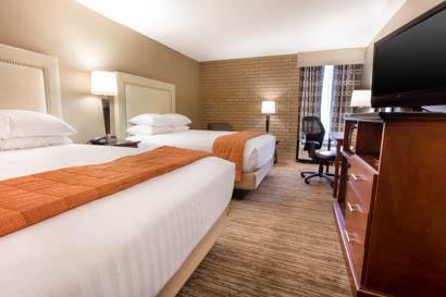 Drury Inn & Suites Kansas City Airport - Deluxe Queen Guestroom