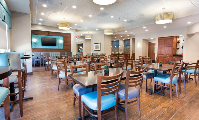Drury Inn & Suites Burlington - Dining Area