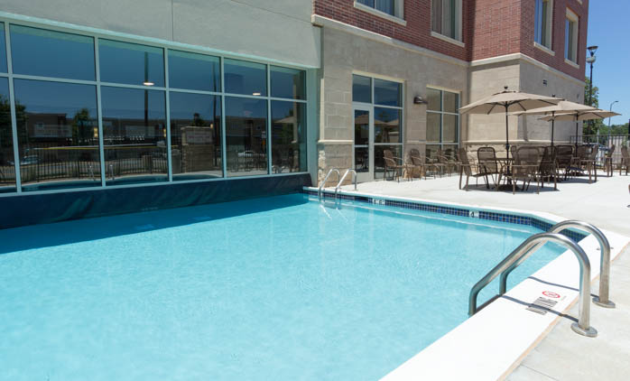 Drury Inn & Suites Burlington - Swimming Pool