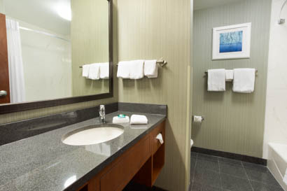 Drury Inn & Suites Burlington - Guest Bathroom