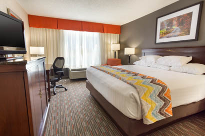 Pear Tree Inn - Terra Haute - King Guestroom