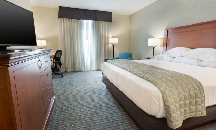 Drury Inn & Suites - Grand Rapids - Deluxe King Guestroom
