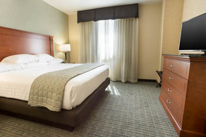 Drury Inn & Suites - Grand Rapids - Two-room Suite Guestroom