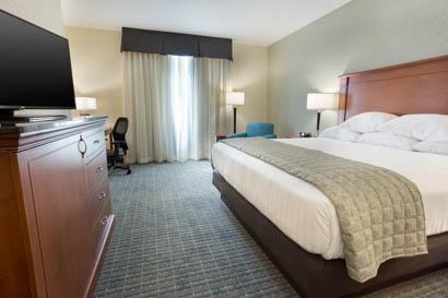 Drury Inn Suites Grand Rapids Deluxe King Guestroom