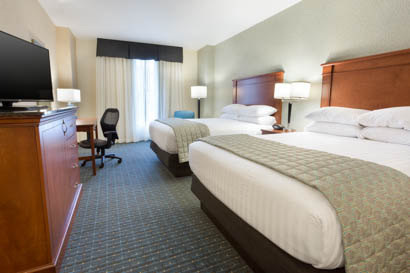 Drury Inn & Suites - Grand Rapids - Deluxe Queen Guestroom