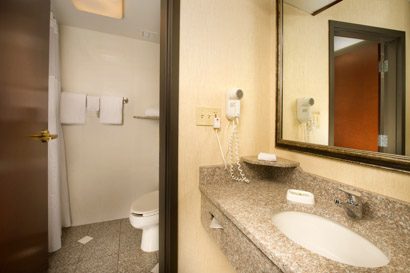 Drury Inn & Suites Northwest Columbus - Guest Bathroom