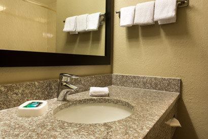 Drury Inn & Suites Cincinnati Sharonville - Bathroom