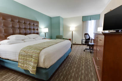 Drury Inn & Suites Birmingham Grandview - Deluxe King Room