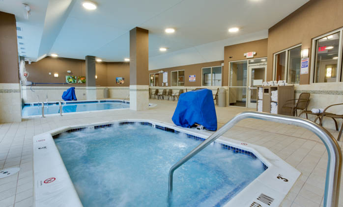 Drury Inn & Suites Charlotte Arrowood - Swimming Pool