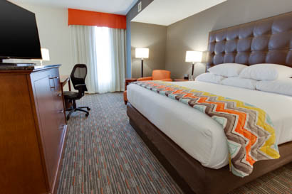 Drury Inn & Suites Charlotte Arrowood - Deluxe King Room