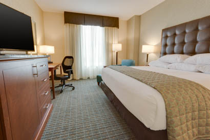 Drury Inn & Suites - Phoenix Chandler - Deluxe King Guestroom