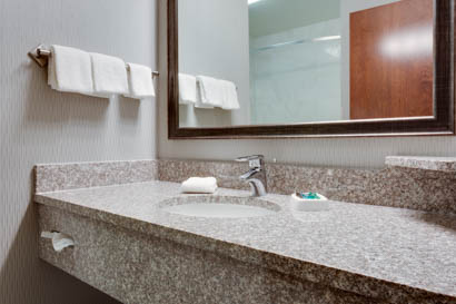 Drury Inn & Suites - St. Louis O'Fallon - Bathroom