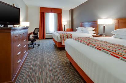 Drury Inn & Suites - St. Louis O'Fallon - Deluxe Queen Guestroom
