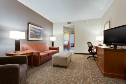 Drury Inn & Suites - St. Louis O'Fallon - Two-room Suite Guestroom