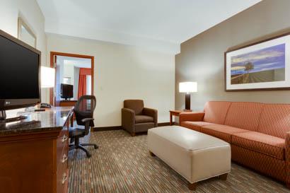 Drury Inn & Suites - St. Louis O'Fallon - Two-room Suite Guestroom