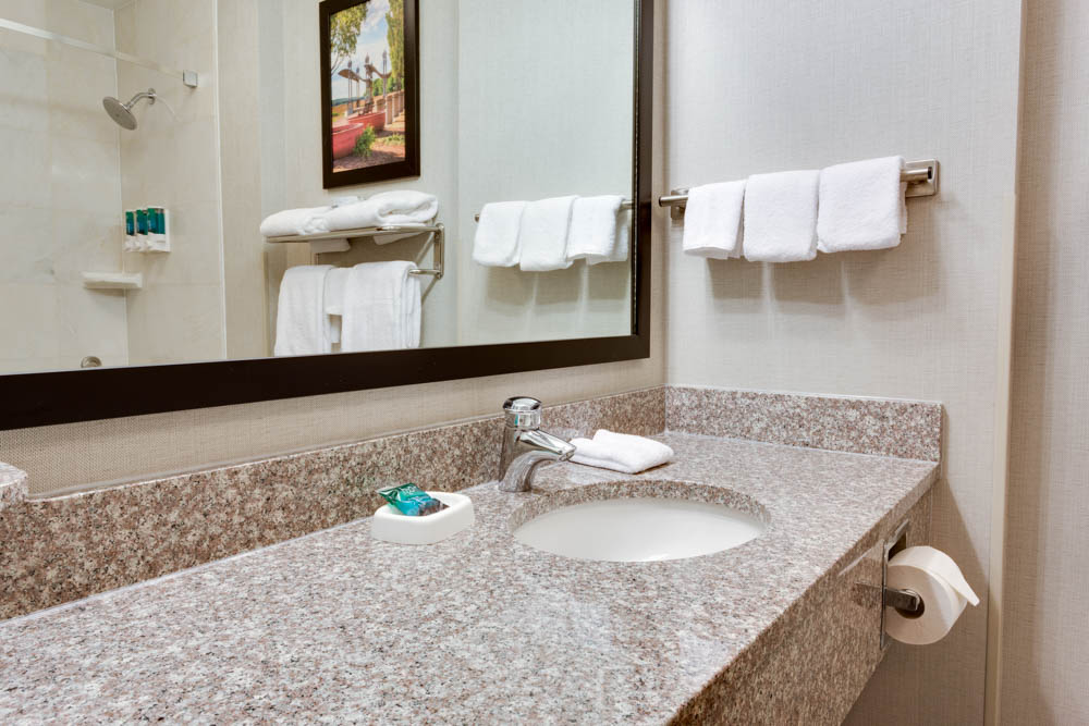 Drury Inn & Suites - Middletown Franklin - Bathroom