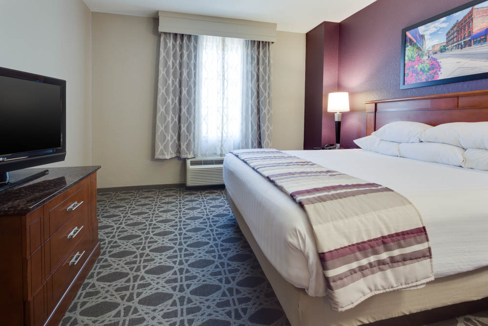 Drury Inn & Suites - Middletown Franklin - Two-room Suite Guestroom