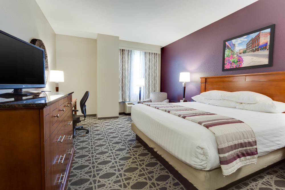 Drury Inn & Suites - Middletown Franklin - Deluxe King Guestroom