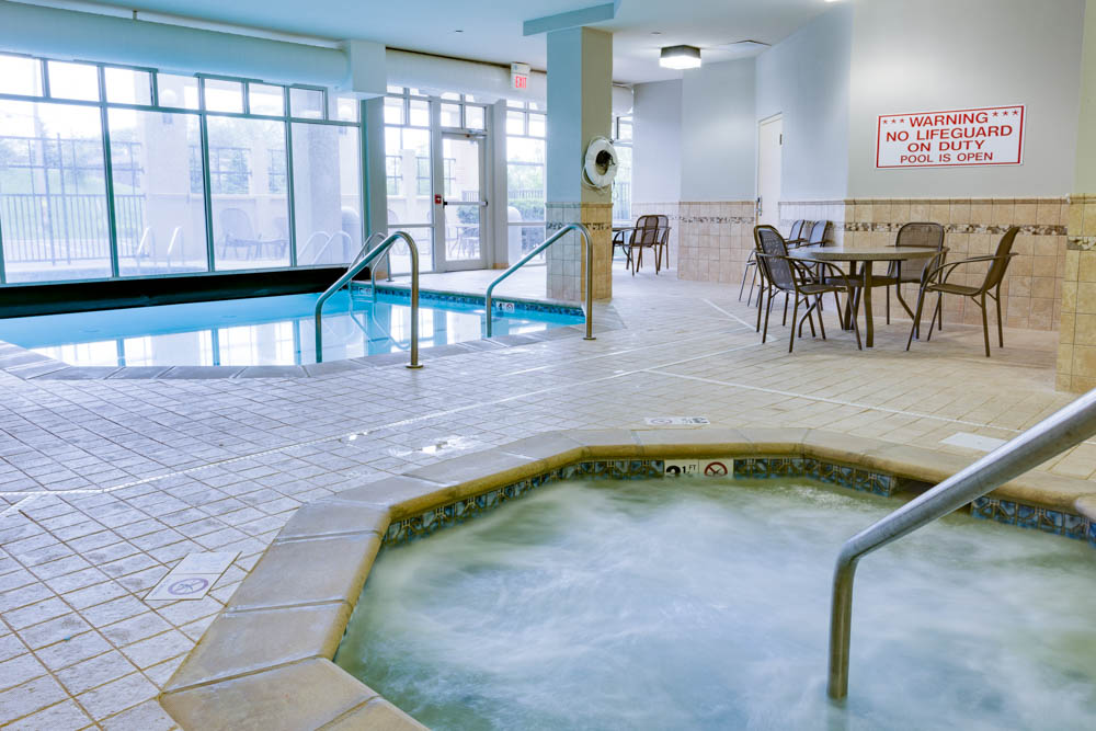 Drury Inn & Suites - Middletown Franklin - Indoor/Outdoor Pool