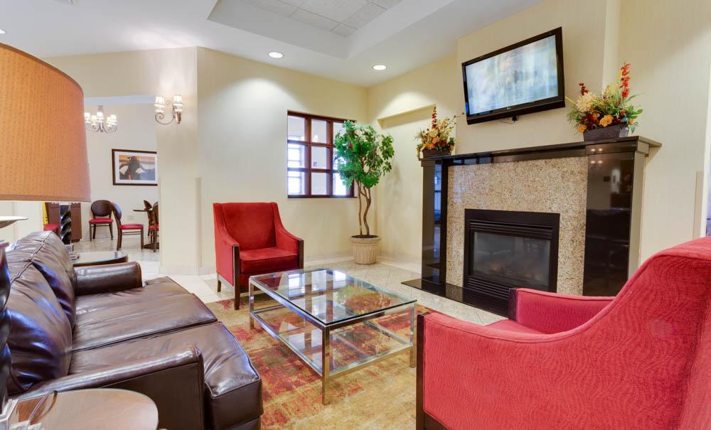 Drury Inn & Suites - St. Joseph - Lobby