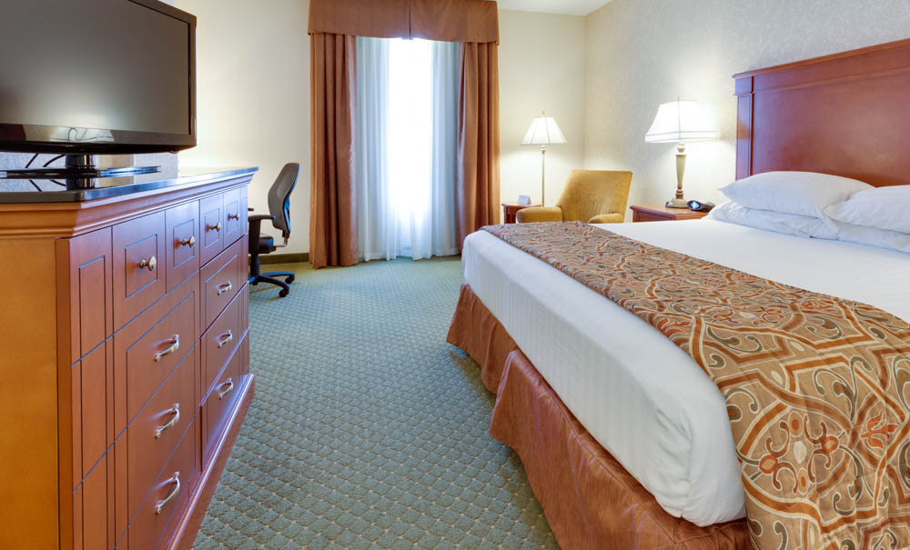 Drury Inn & Suites - Kansas City Independence - Deluxe King Guestroom