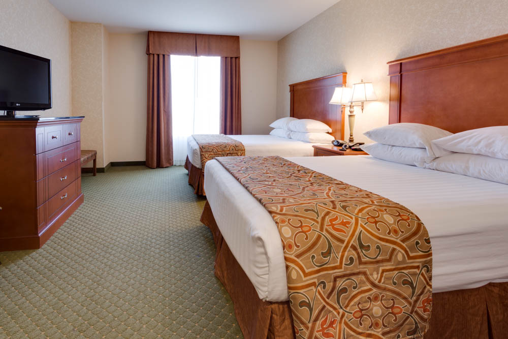 Drury Inn & Suites - Kansas City Independence - Two-room Suite Guestroom