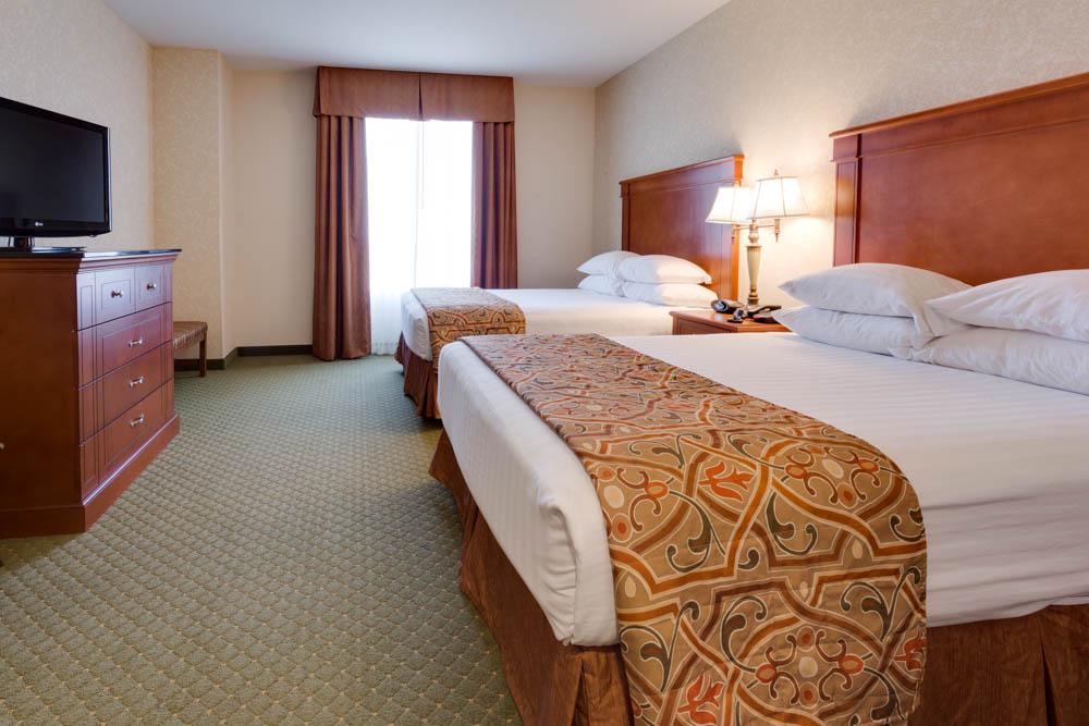 Drury Inn & Suites - Kansas City Independence - Two-room Suite Guestroom