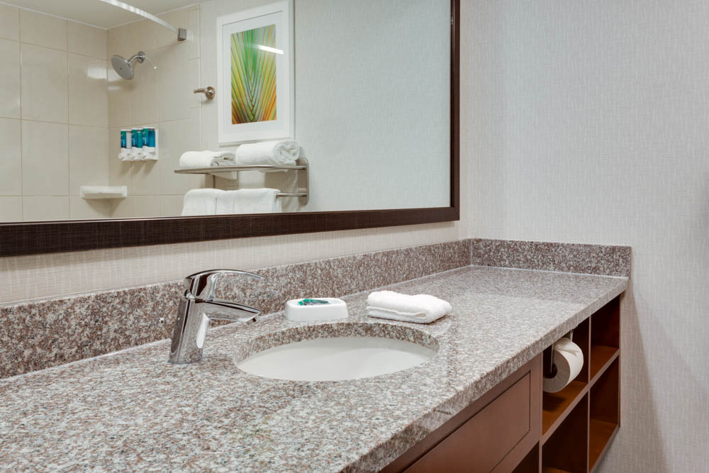 Drury Inn & Suites - Columbia Stadium Boulevard - Bathroom