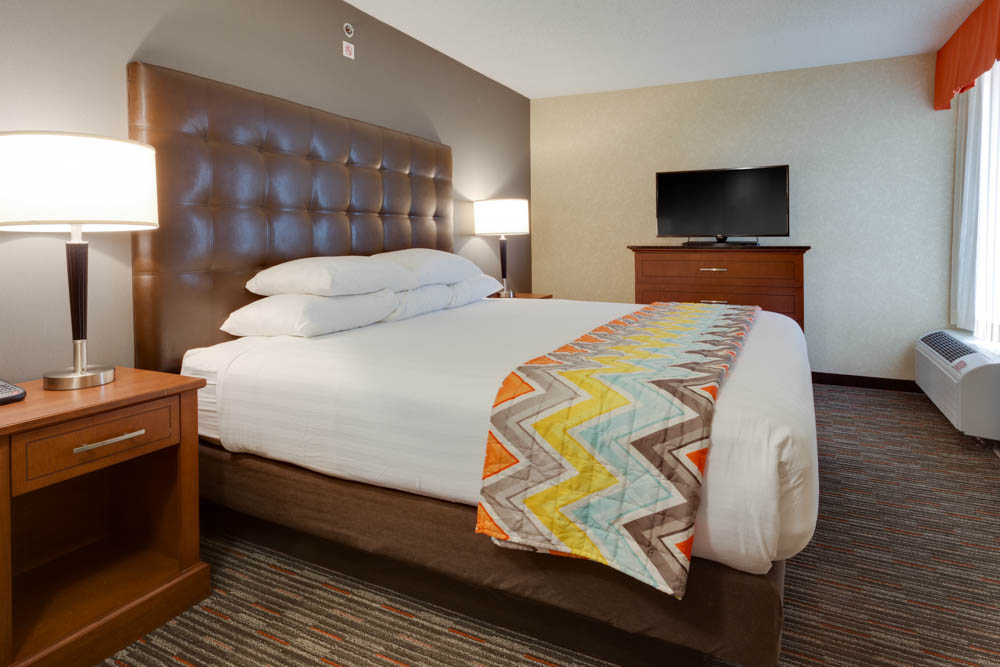 Drury Inn & Suites - Columbia Stadium Boulevard - Two-room Suite Guestroom