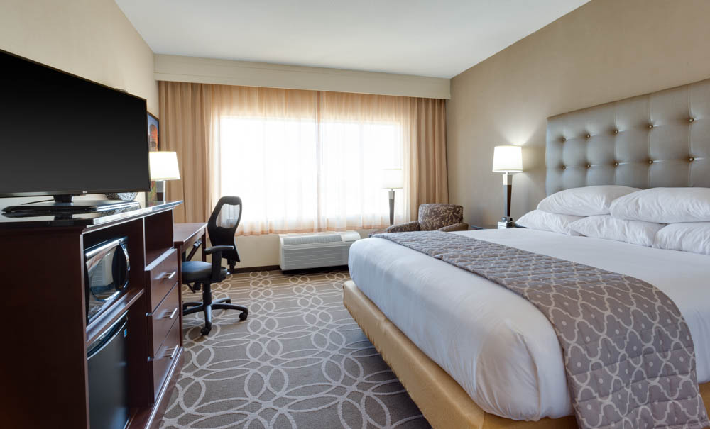 Drury Inn & Suites - Dallas Frisco - Deluxe King Guestroom