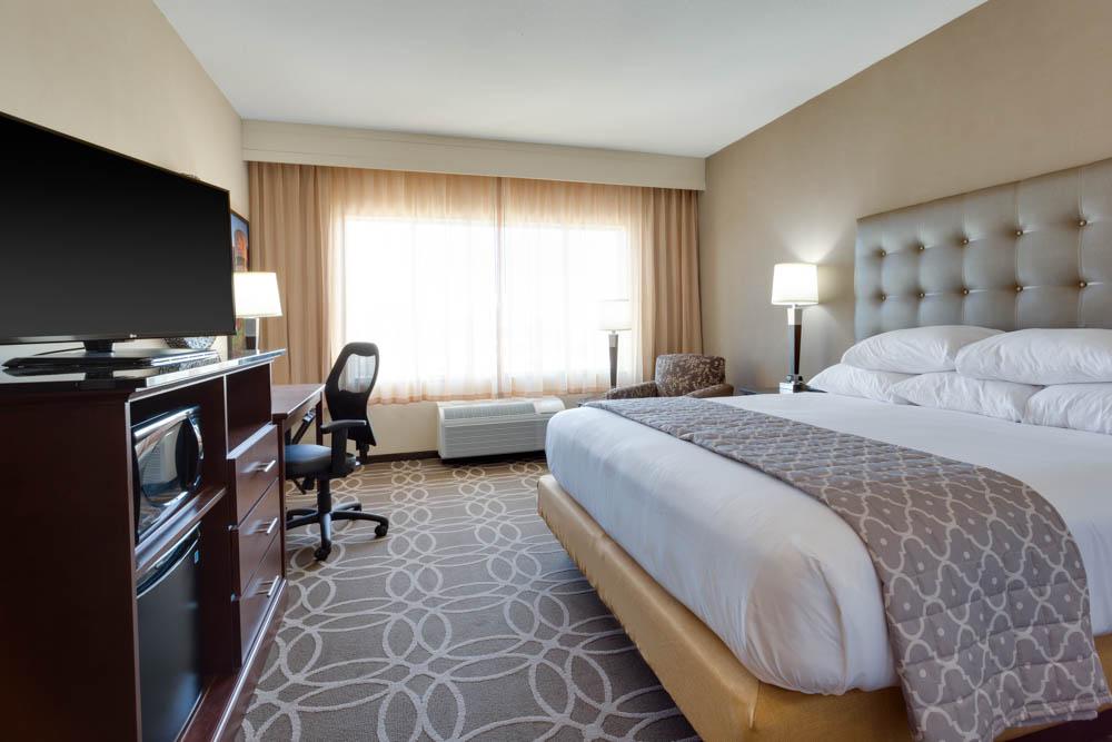 Drury Inn & Suites - Dallas Frisco - Deluxe King Guestroom