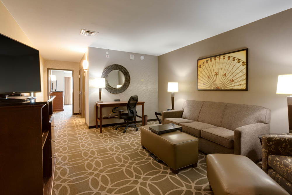 Drury Inn & Suites - Dallas Frisco - Two-room Suite Guestroom
