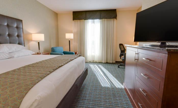 Drury Inn & Suites - Gainesville - Deluxe King Guestroom