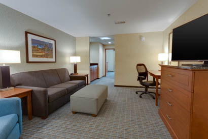 Drury Inn & Suites - Gainesville - Two-room Suite Guestroom