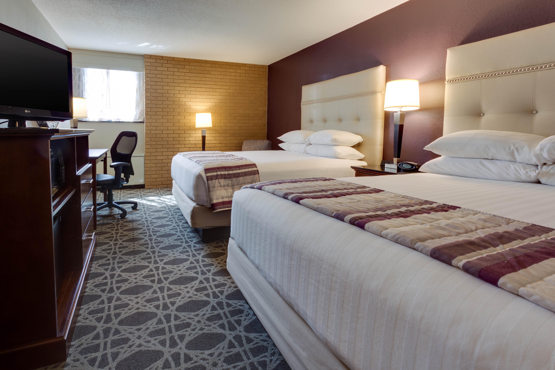 Drury Inn & Suites - Kansas City Overland Park - Deluxe Queen Guestroom