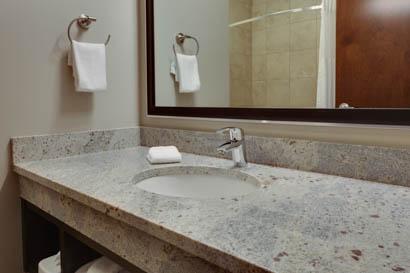 Drury Inn & Suites Pittsburgh Airport Settlers Ridge - Bathroom