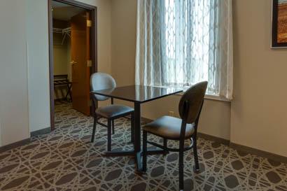 Drury Inn & Suites Hayti/Caruthersville - Deluxe King Guestroom