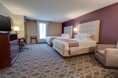 Drury Inn & Suites Hayti/Caruthersville - Deluxe Queen Guestroom