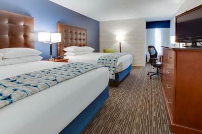 Drury Inn & Suites Nashville Airport - Deluxe Queen Guestroom
