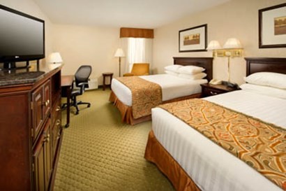 Drury Inn & Suites Westport St. Louis - Deluxe Queen Room