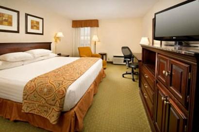 Drury Inn & Suites Westport St. Louis - Deluxe King Room