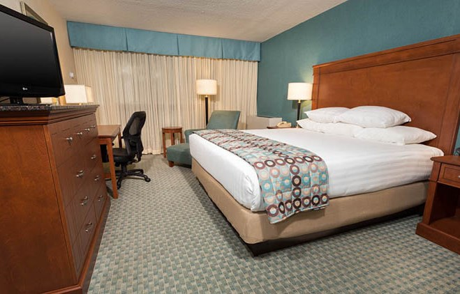 Pear Tree Inn Union Station St. Louis - Deluxe King Room
