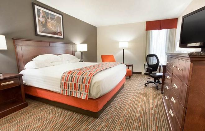 Drury Inn & Suites St. Louis Airport King Room