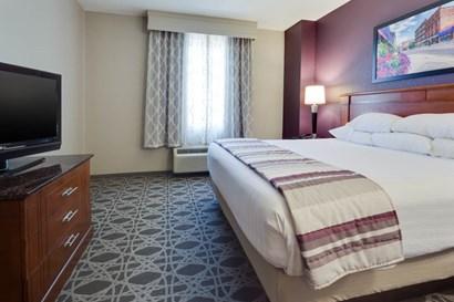 Drury Inn & Suites Middletown Franklin - Two-room Suite Guestroom