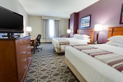 Drury Inn & Suites Middletown Franklin - Deluxe Queen Guestroom