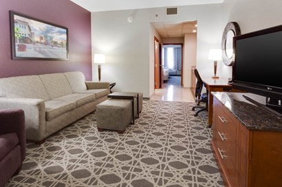 Drury Inn & Suites Middletown Franklin - Two-room Suite Guestroom