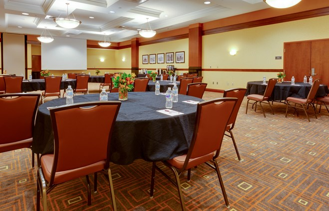 Drury Inn & Suites St  Louis Forest Park - Drury Hotels