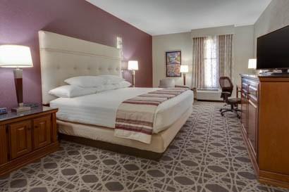Drury Inn & Suites - Las Cruces - Deluxe King Guestroom