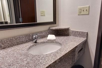 Drury Inn & Suites Nashville Airport - Bathroom